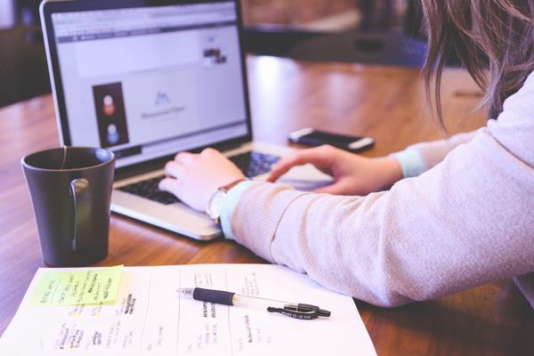 Quelle place pour les femmes dans le e-commerce ?